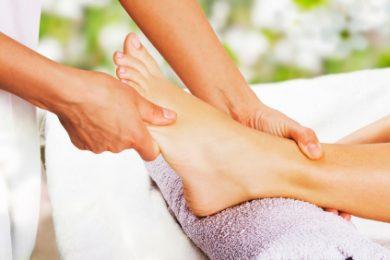 Gezielte Behandlung des Körpers und von Organen über Reflexzonen des Fußes